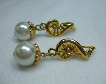 """Vintage Faux pearl round pearl and rhinestone musical note pierced earrings 2"""" goldtone"""