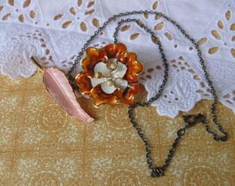 Le Shabby Chic Autumn.vintage enamel flower necklace