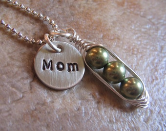 Personalized peas in a pod necklace - Personalized Mothers Necklace - Pea Pod necklace - Personalized Grandma necklace - Custom Necklace