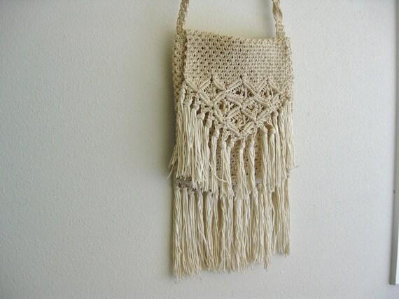 Vintage 1960s Fringe Crochet Purse Handbag . Woodstock Style Festival Bag . Boho Hippie Messenger Pouch
