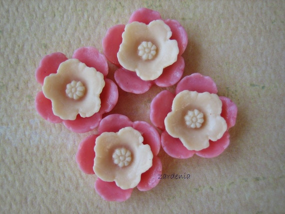 4PCS - Shabby Daffodil Cabochons - Resin - Ivory on Pink - 12mm - Cabochons by ZARDENIA