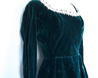Vintage MOLLIE PARNIS 1950's Green VELVET Dress // Now on Sale
