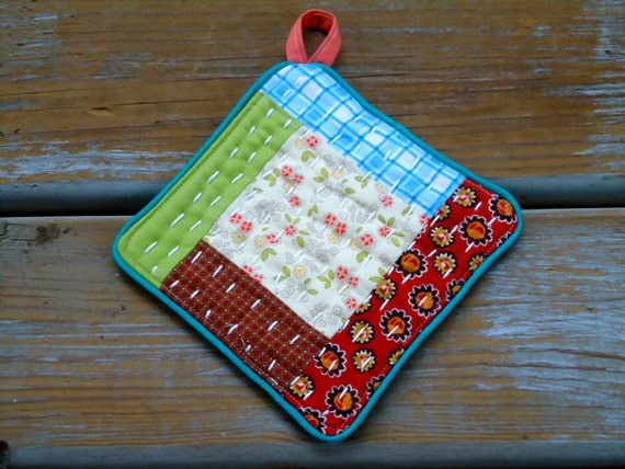Vintage look,  little potholder, pieced and patch, hand quilted
