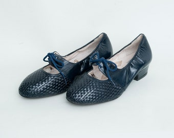 Size 5 Hand Woven Navy Blue leather lace up shoes Dead stock vintage