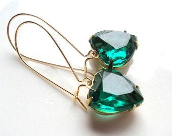 Heart earrings Emerald earrings Green earrings Gift for her Valentine's Day gift Bridal earrings Bridesmaid earrings Dangle drop earrings