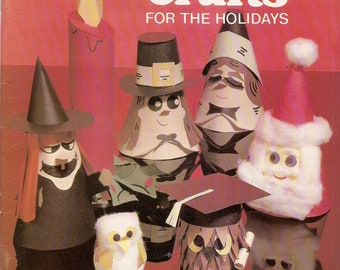 Paper Crafts booklet - vintage 1981 - witches, Pilgrims, Santas, HOLIDAY - 17 crafting patterns - Booklet decorations frog figure craft book