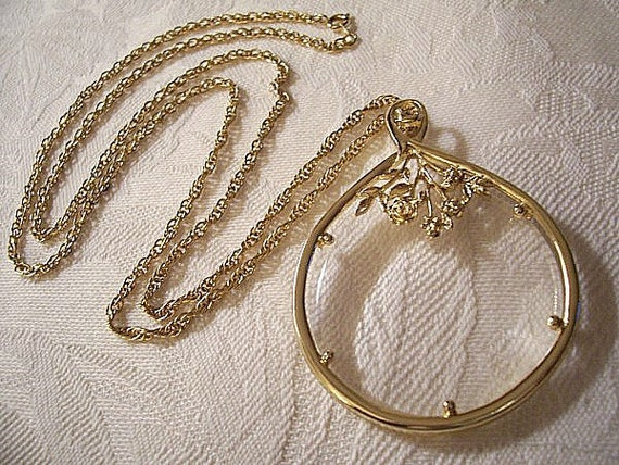 Rose Magnifier Necklace Gold Tone Vintage Monet Oval Link Weaved Chain Round Pendant