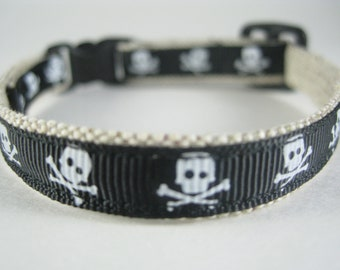 "Black Pirate Skulls organic cotton 1/2"" collar"