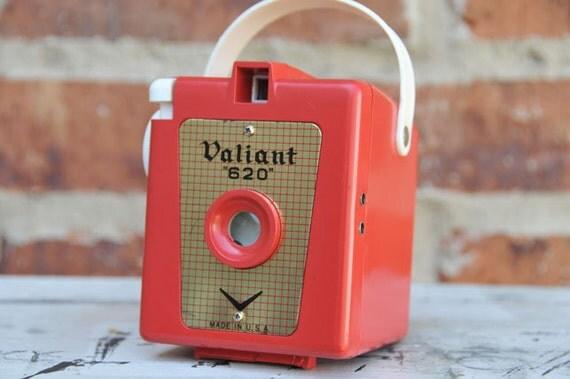 RARE working RED Vintage VALIANT  620