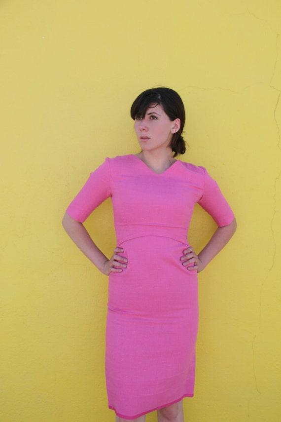 1950's. pink. wiggle dress. mad men. fitted. vintage dress. Sz s/m.