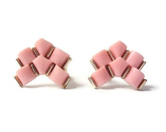 Vintage Pink Chevron Earrings, Geometric Jewelry, Clip on Earrings, Pink and Gold Costume Jewelry, EXCELLENT Condition