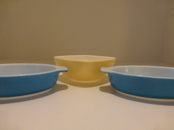 Vintage Pyrex in Classic Colors - One Oven to Table, and Two Mini-Casserole Dishes
