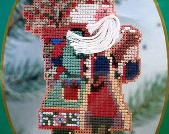Holly Berries Santa  -  Northwoods Santas - Mill Hill Bead Kit