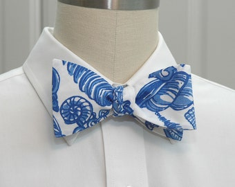 Men's Bow Tie, blue white Fallin' In Love Lilly print, wedding bow tie, seashell bow tie, groom bow tie, groomsmen gift, father son bow tie