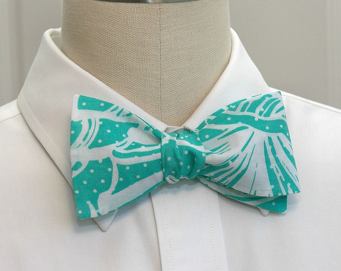 Men's Bow Tie, King Conch turquoise and white classic Lilly print, beach wedding bow tie, groom bow tie, prom bow tie, father/son bow tie,