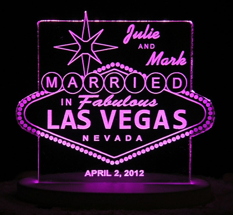 vegas wedding cake toppers uk las vegas wedding cake topper personalized acrylic light 21576
