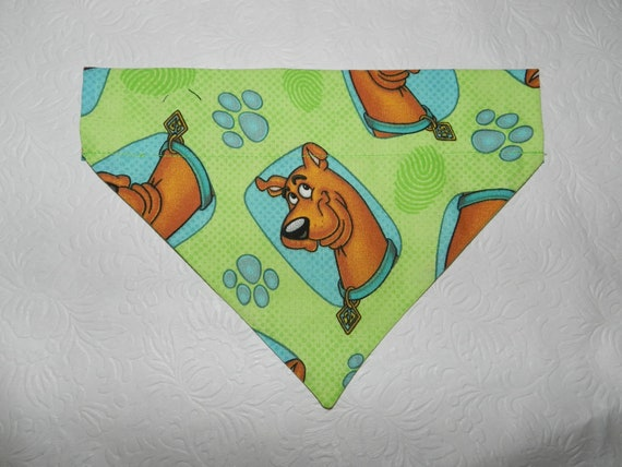 Dog/Cat/Ferret-Reversible 2 in 1 Over the Collar Bandana. Scooby Dooby Doo Private Detective. Custom made just for YOU and your pet
