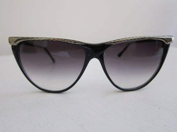 Vintage Large Cat Eye Style Sunglasses Gold Trim