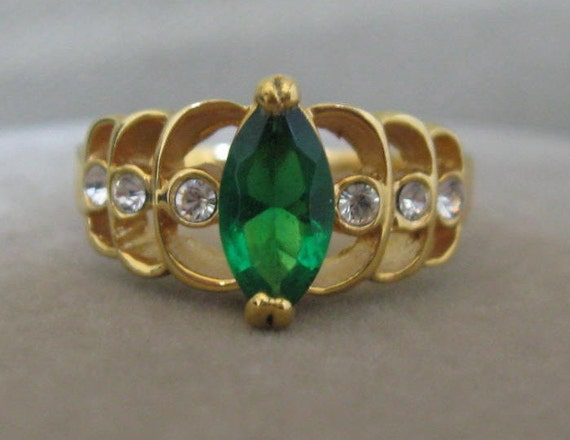 Emerald Green Birthstone Celtic Signed Ring Size 8 Cubic Zirconia