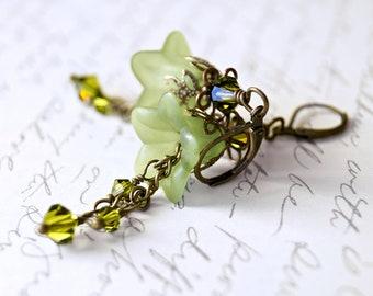 Lucite Flower Earrings, Green Earrings, Vintage Style Earrings