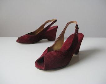 SALE vintage 1940s platform shoes / maroon platforms