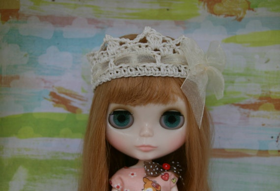 Gorgeous Cream Crown with Bow for Blythe.