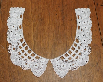 Lacey White Scoop Neck Collar