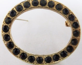 Vintage jewelry brooch in black rhinestone and gold tone circle brooch