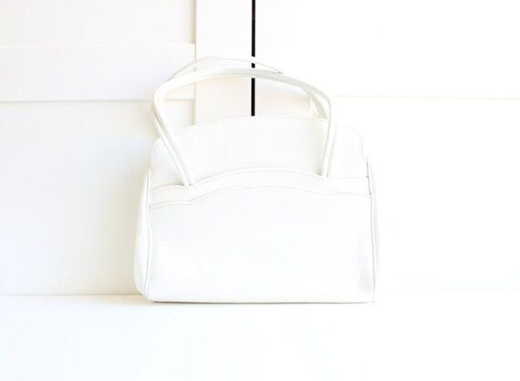 Vintage White Handbag, Leather Spring Fashion 1950s Purse, Scalloped Dual Handle Bag, Box Purse Frame