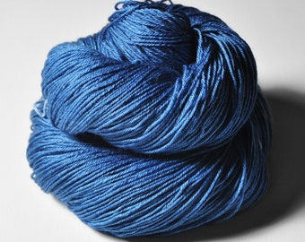 Cobalt blue tarantula - Merino/Silk Fingering Yarn Superwash