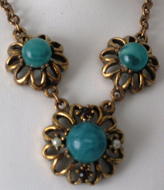Vintage Gold Tone and Green Glass Necklace
