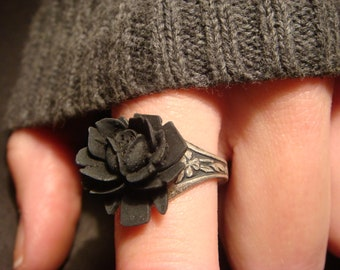 Black Rose Ring in Antique Silver - Adjustable (539)