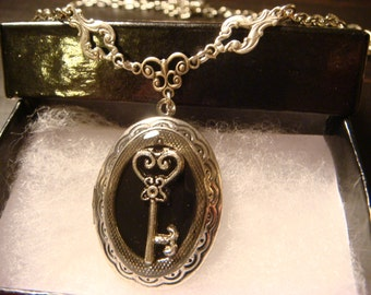 Victorian Style Heart  Key Locket Necklace  - Antique Silver (1129)