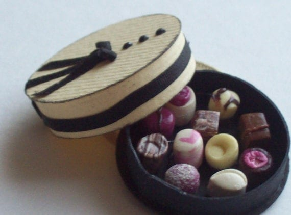 Handmade 1/12 dollshouse miniature box of choclates