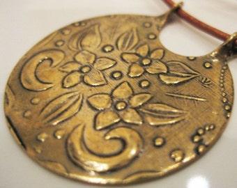 Floral Bouquet Pendant Necklace Antique Gold Trinity Brass CN-7