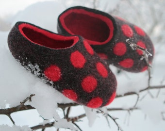 Hand Felted Slippers in  Dark Gray with Red Dots and Red inside. Size EU 39 ready to ship.