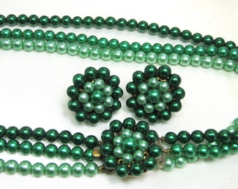 Christmas Green Beaded Necklace and Earrings, Cluster Earrings, Cluster Beaded Clasp. Beautiful Green's