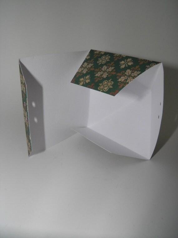 Gold Pyramid Favor Boxes : Green and gold pyramid gift box set with holiday prints