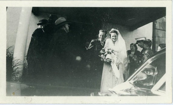 "1942 Vintage Photo ""Throwing Rice"", Photography, Paper Ephemera, Snapshot, Old Photo, Collectibles - 0059"