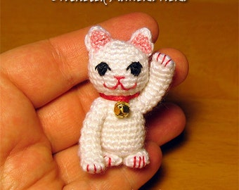 Crocheted Maneki Neko toy pattern