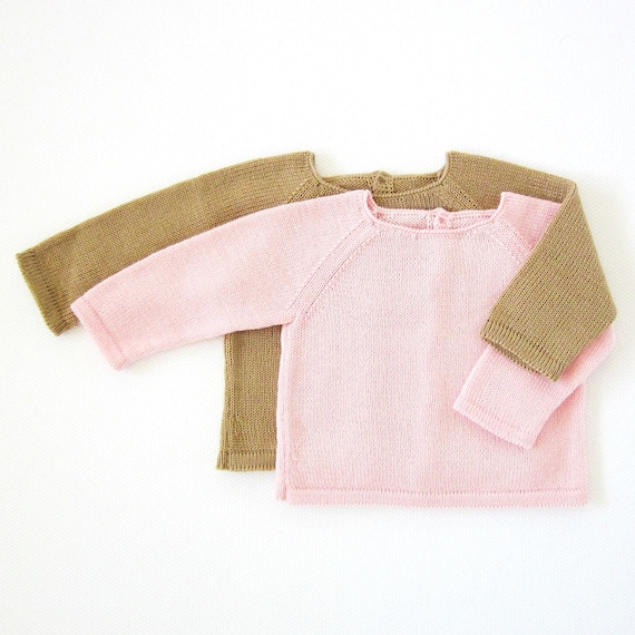 A knitted basic sweater to match with the outfits. 100% wool. Assorted colors.