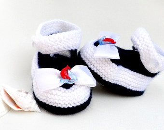 Discount 30% - Knitted baby booties, white and blue baby boties, knitted baby shoes, READY TO SHIP