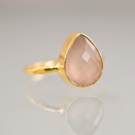 Камни персикового цвета