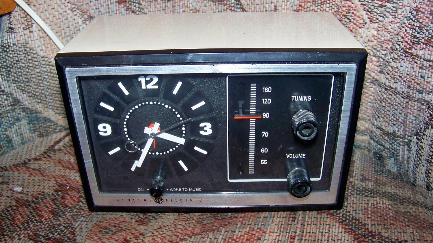 vintage general electric am radio alarm clock retro by pohlmans. Black Bedroom Furniture Sets. Home Design Ideas