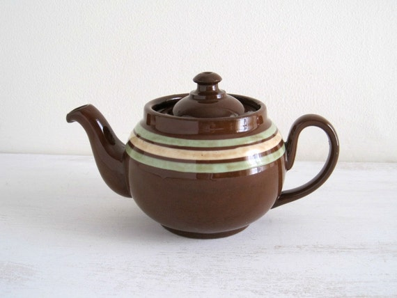 Vintage Brown Betty Teapot - Rustic Cottage
