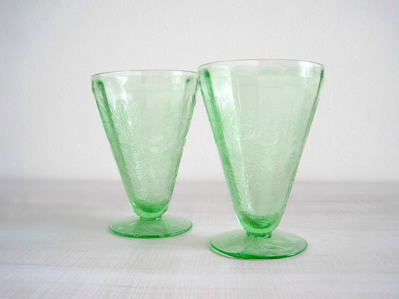 Vintage Green Depression Glass Tumblers - Floral Poinsettia