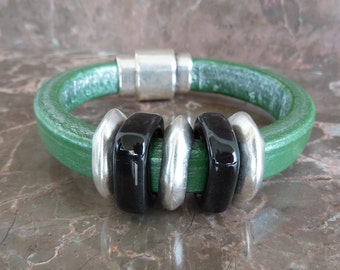 Extra thick green leather bracelet with zamak magnetic clasp and ceramic beads