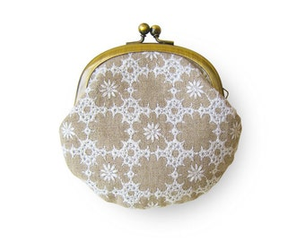 Metal frame coin purse // Embroidered Linen