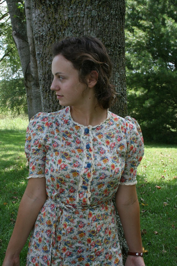 Dress for a hippie with little flowers vintage extra small