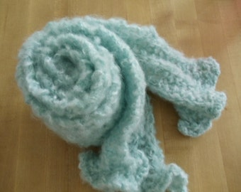 Fluffy Angel Hair Frosted Green Yarn Hand Knit Bulky Scarf Neck Warmer Wrap Outerwear